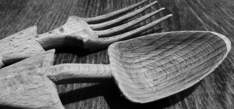 Get Nature On Your Table – Wooden Palm Plates, spoons, forks and knives