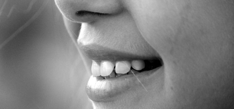 Natural Floss Alternatives To Keep The Plastics Away From Your Teeth